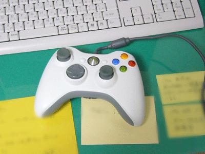 【写真: XBOX360のコントローラー】