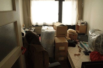 図 新居に荷物を運び込んでみたときの惨状