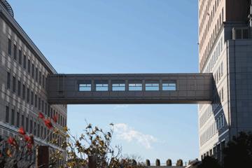 図 県庁舎-県議会連絡橋?
