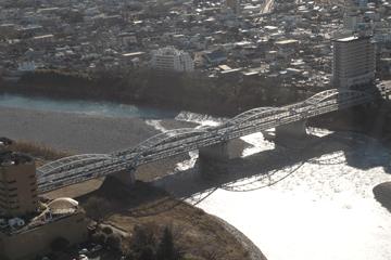 図 利根川にかかるアーチ橋