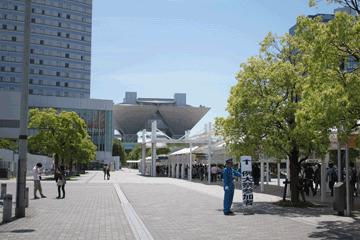 図 国際展示場駅前から見たビッグサイト